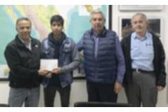 Entrega de becas a los alumnos apoyados por la AIMMGM